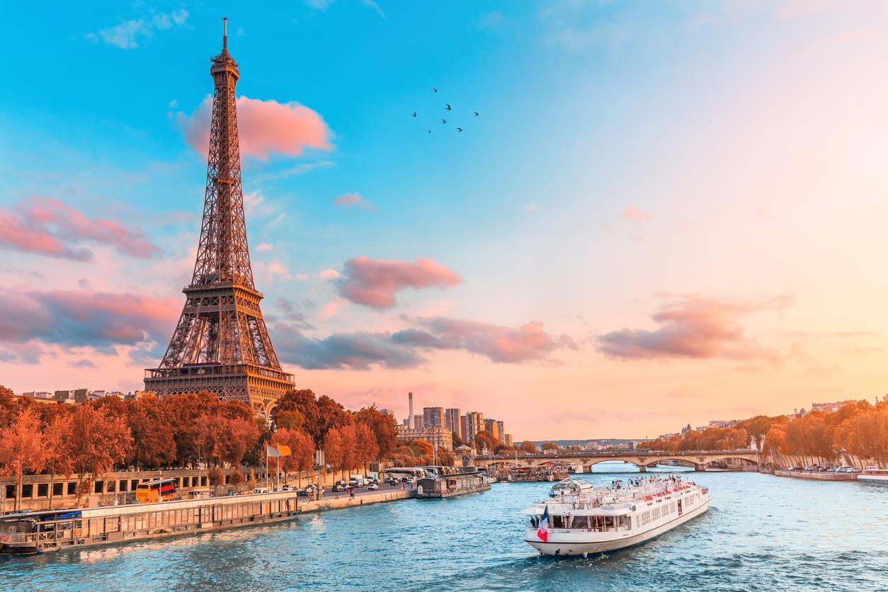 Paris & Disneyland Turu 3 Gece - Her Hafta hareket